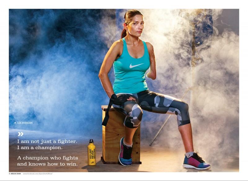 """""""Non sono semplicemente una combattente. Sono una campionessa. Il campione è quello che combatte e sa come vincere"""". Sita Bhandari, cintura nera di taekwondo, ha vinto medaglie per il suo paese. Tutte le foto sono di Arjun Shah e usate con permesso."""