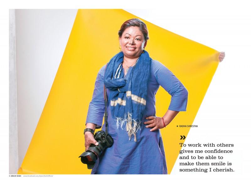 """""""Lavorare con altre persone mi dà fiducia in me stessa ed essere in grado di farle sorridere è qualcosa che apprezzo molto"""". Il ruolo di Radha Shrestha è stato cruciale nell'avvicinare le donne per il servizio fotografico. Foto usata con permesso"""