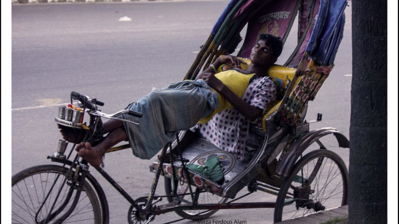 A Rickshaw Puller takes short break to rejuvenate him for the rest of the day's hardship. Images by Mirza Ferdous Alam used under Creative Commons license (CC BY-NC 2.0).