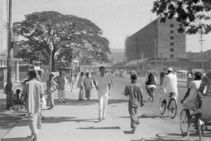 Topkhana Road, Press Club Area, Dhaka (1965). Photographer- Roger Gwynn. Photo courtesy: Bangladesh Old Photo Archive.