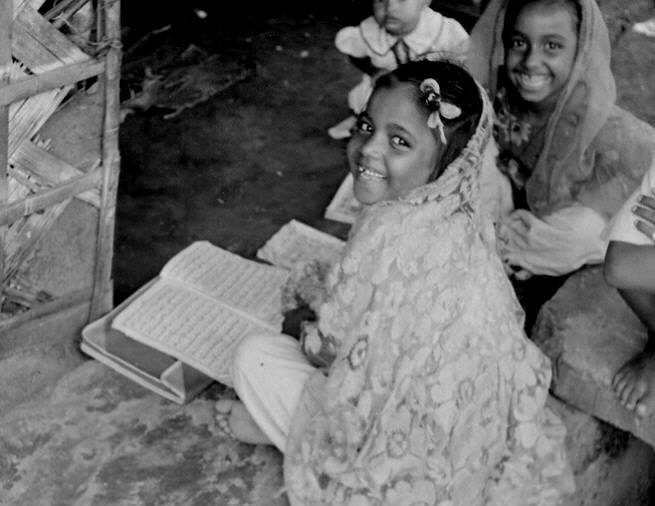 Girls studying the Quran in a maktab. Dhaka (1960s). Photographer- Roger Gwynn. Photo courtesy- Bangladesh Old Photo Archive.