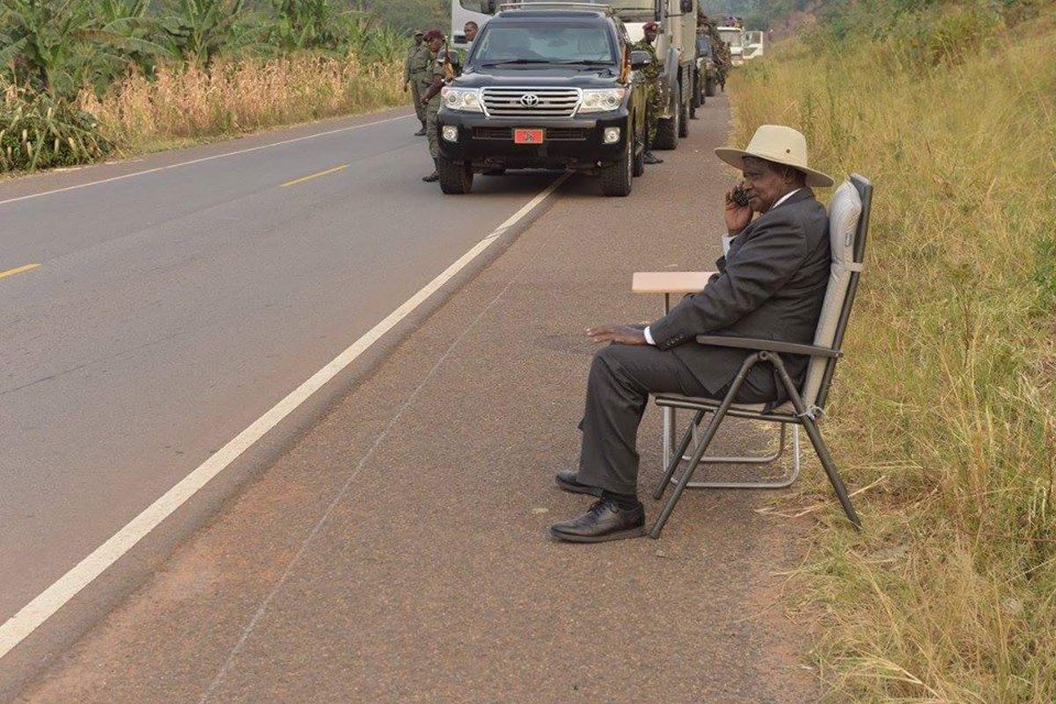 A photo posted on Facebook by Presidential Press Secretary showing Ugandan President Yoweri Museveni speaking on the phone by the roadside.