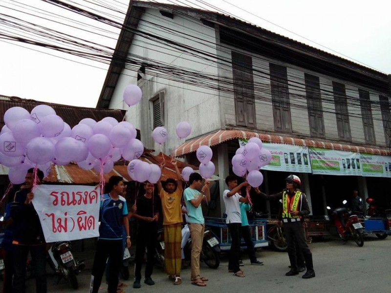 Activists from south Thailand also used purple balloons in their protest. The police briefly detained the protesters. Photo from the Facebook page of Min Law