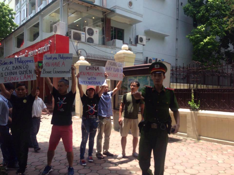 Vietnamese activists demand China to comply with the ruling of the international tribunal. Source: Facebook