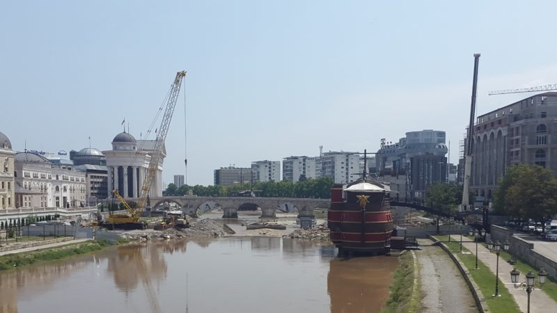 The Skopje 2014 Panoramic Wheel construction site dams the Vardar river and fills it with debris, increasing the risk of further flooding. Photo by F. Stojanovski, CC-BY.