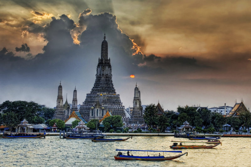 Wat Arun. Photo by Trey Ratcliff. Flickr. CC License