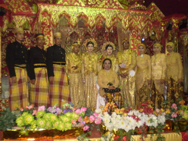 Bugis-style wedding in Mandar. Photo by commons.wikimedia.org