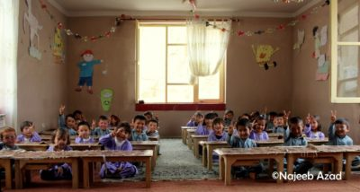 Афганские дети болеют за мир. Фото Наджиб Азад