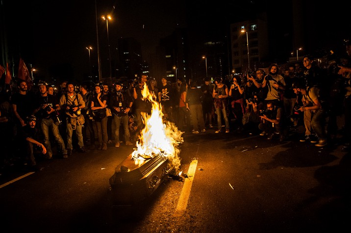A coffin is burned to symbolise Temer's government. Photo by Fernando DK/Democratize, free to use