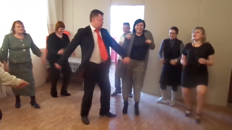 Orlov city councilman Konstantin Fedotov gets down and funky. Video: YouTube