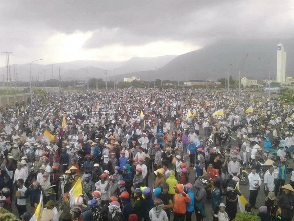 More than 10,000 people protest outside Formosa in Ha Tinh Province, Vietnam. Source: Facebook page of Paulus Lê Sơn