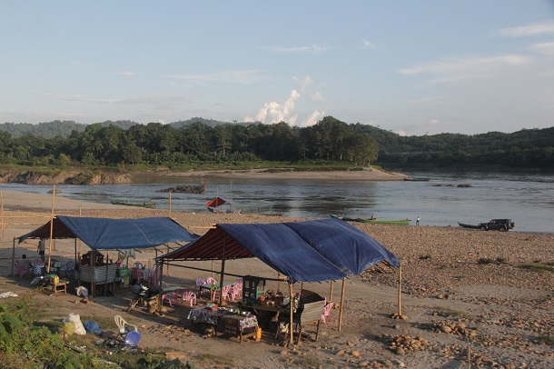 Shops on the banks of the Myitsone.(Photos: Nan Lwin Hnin Pwint / The Irrawaddy)