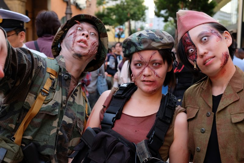 People in Kawasaki show off their impressive costumes and zombie makeup. Image from Flickr user Hideya HAMANO.