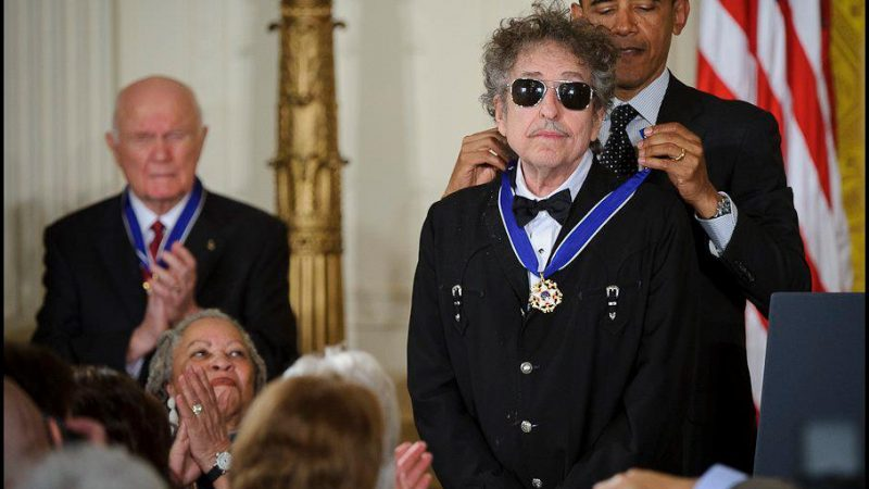 President Obama presents Bob Dylan with a Medal of Freedom, May 2012 (NASA/Bill Ingalls) From Public Domain