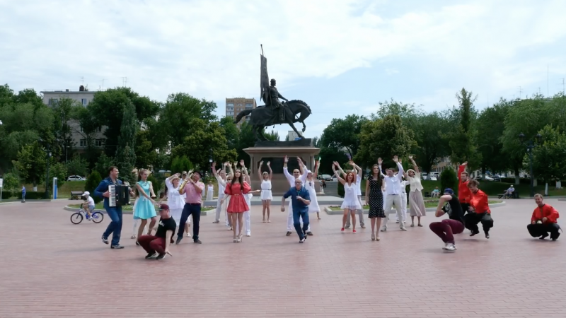 "The ""American Samara Alumni Club"" performs a flashmob greeting to Americans and friends everywhere. YouTube"