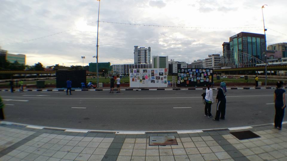 Artworks for sale during the car-free day. Photo from the Facebook page of Nabil Fikri Haronli