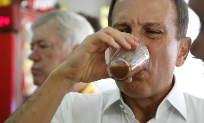 """Richard Rich"" João Dória, São Paulo's new mayor, doesn't look like he enjoys the burnt and overly-suggary coffee served in São Paulo's padarias. Photo shared widely on social media."