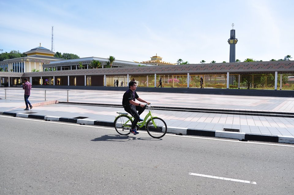 Brunei's first car-free day. Photo from the Facebook page of the Ministry of Health, Brunei Darussalam