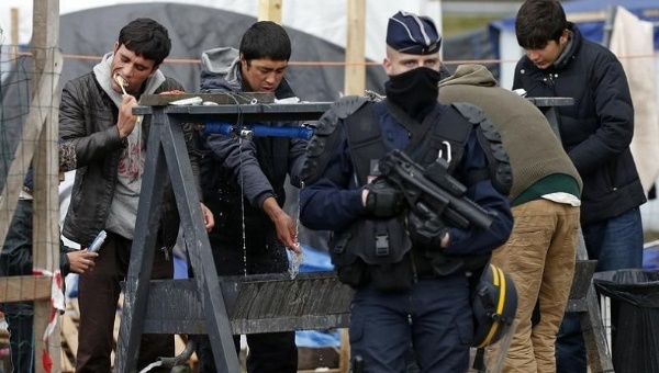 French police evicting Calais residents in March 2016. CC BY-SA 4.0