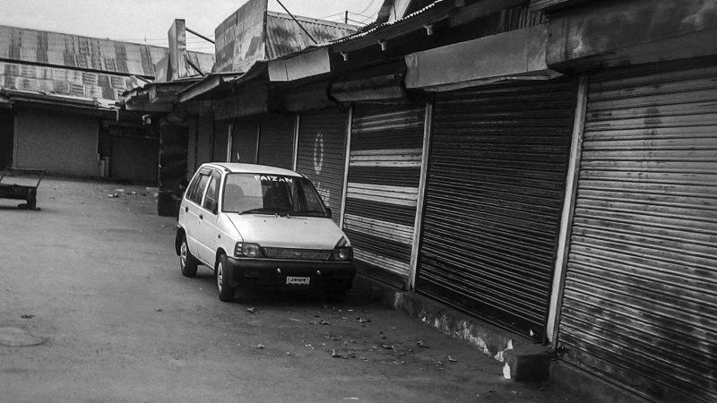 Рынок закрыт после убийства мальчика здесь. Фото сделано отцом автора.