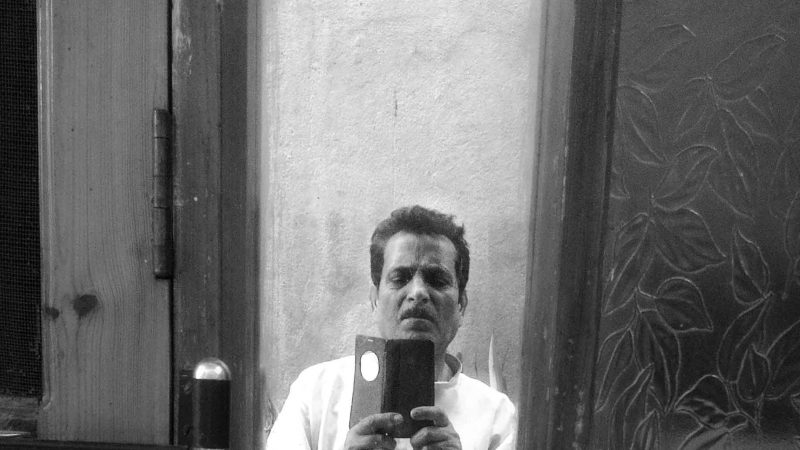 Отец сфотографировался в зеркале на его 80-летие. Фото сделано отцом автора.