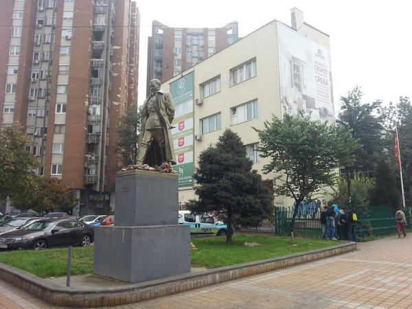 In 2013, the ruling coalition dominated by anti-communist VMRO-DMNE, erected a new monument to Communist leader Tito in the center of Skopje. Photo by GV, CC BY.