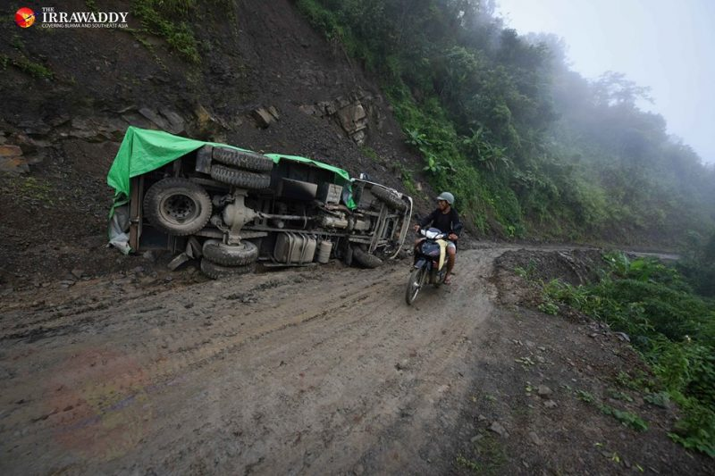 An overturned lorry on the way to Reed Lake in Tedim Township. Photo and caption: Pyay Kyaw / The Irrawaddy