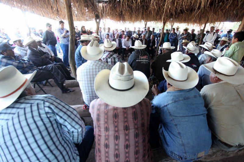 Tribu Yaqui en consulta. Foto del usuario Flickr Malova Gobernador. Usada bajo licencia CC 2.0