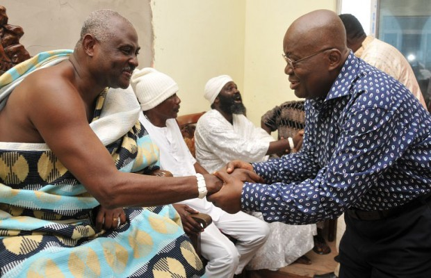 Ghanaian opposition presidential candidate Nana Akufo-Addo paying homage to Nii Okwei Kinka Dowuona VI, King of the Ga people. Creative Commons image by Kabil75.