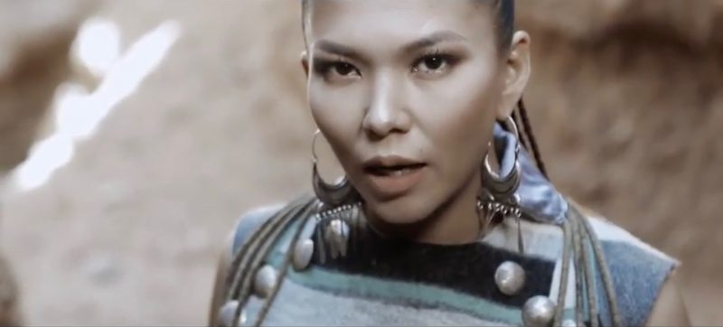 Pop star Gulzada powers through a song based on the Kyrgyz epic poem about the life of mythical hero Manas.
