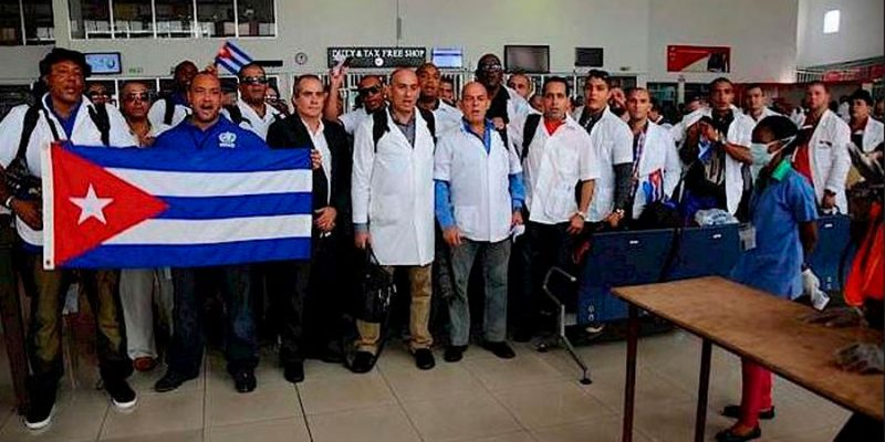 After approximately six months of fighting the Ebola virus in Liberia and Sierra Leone, 151 Cuban doctors and nurses return to Cuba. Photo by Enrique Ubieta Gómez with permission.