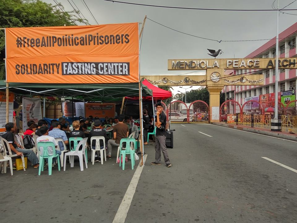 The solidarity fasting center was set up near the Mendiola gate of the presidential palace. Source: Facebook