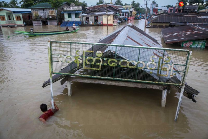 Floodwater submerged the central market of Kangyidaunt Township, Irrawaddy Division on Aug. 12. (Photo: Pyay Kyaw / The Irrawaddy)