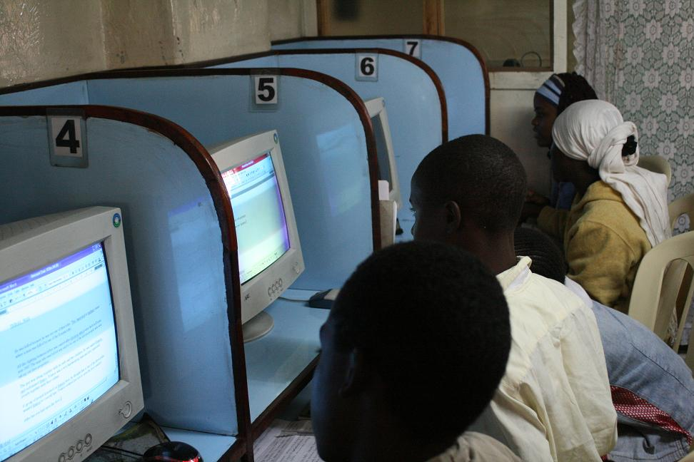 Kenyans using the Internet in the capital Nairobi. Creative Commons image by Flickr user krosinsky.