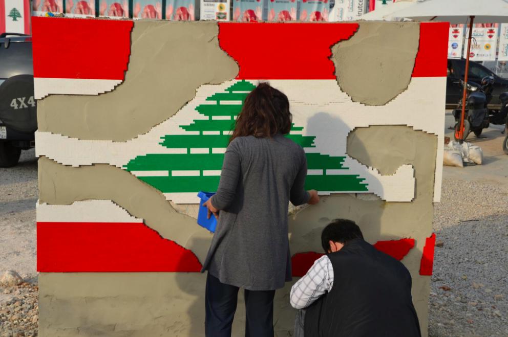 """Installation réalisée pour la fête nationale libanaise, 22 novembre 2012. <a href=""""https://www.facebook.com/DispatchBeirut/photos/a.305851052856814.67519.296262657148987/307276379380948/?type=3&theater"""">Source: Facebook</a>"""