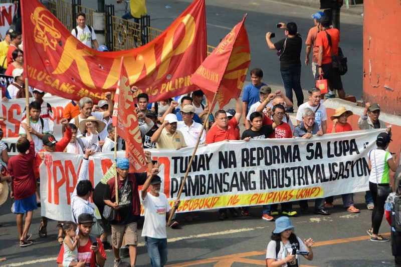 Hundreds of farmers and their supporters marched near the presidential palace to demand justice and land reform. One of the leaders in front of the rally is the government's incumbent land reform minister. Photo from the Facebook page of Agrarian Reform Secretary Rafael Mariano