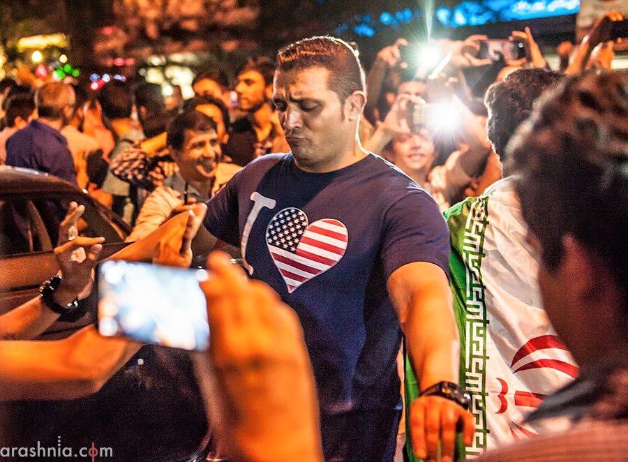 La solidarietà reciproca tra i cittadini di Iran e America diventa virale #LoveBeyondFlags