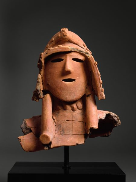 """埴輪武装男子像<br /> ""Sculpture Haniwa en terre cuite creuse représentant un guerrier Le Metropolitan Museum of Art, collection d'Art asiatique de Harry GC Packard don de Harry GC Packard, et achat des fonds Fletcher, Rogers, Harris et Louis V. Bell, legs de Joseph Pulitzer et don d'Annenberg Fund Inc., 1975."