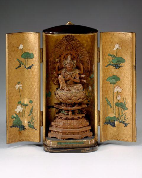 """""""Sanctuaire portable avec Kannon à tête de cheval (厨子 入 馬頭 漢 音 坐像)."""" The Metropolitan Museum of Art, Achat, cadeaux des Amis des arts d'Extrême-Orient, 1985"""