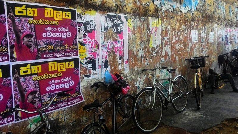 Le pouvoir des citoyens: des affiches pour un prochain groupe Janatha Vimukthi Peramuṇa qui aura lieu à l'extérieur du marché de Negombo sur Sea Street. Photo par @amaliniii. Prises à l'Instameet de cette année tenu à Negombo.