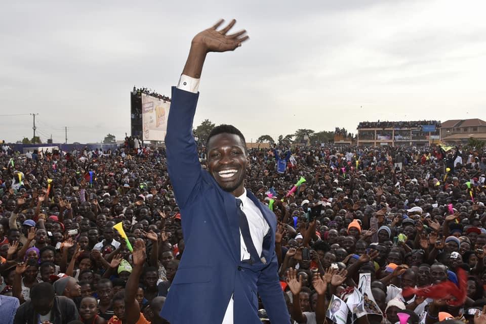 بوبي واين في إحدي لقاءاته. الصورة إهداء من صفحة الفيسبوك الرئيسية ل بوبي واين. تم إستخدامها بإذن.