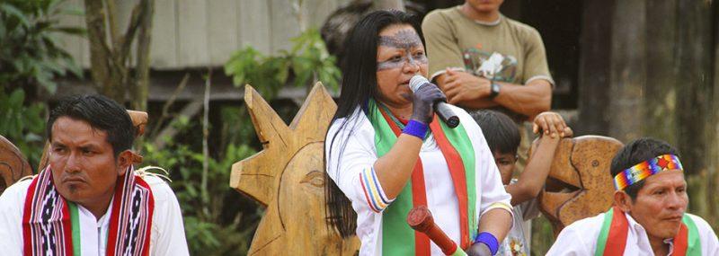 La présidente de Sarayaku, Mirian Cisneros. Photographie reproduite avec l'autorisation du blog de Sarayaku, peuple Sarayaku, http://sarayaku.org/.
