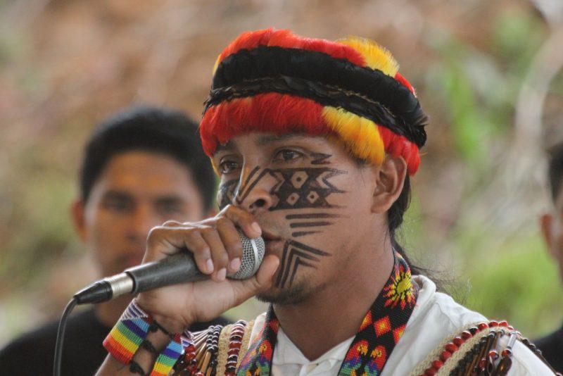 La communication est un élément important de la stratégie de défense des droits de la terre de Sarayaku. Photographie mise à disposition par l'équipe de communication de Sarayaku, utilisée avec autorisation.