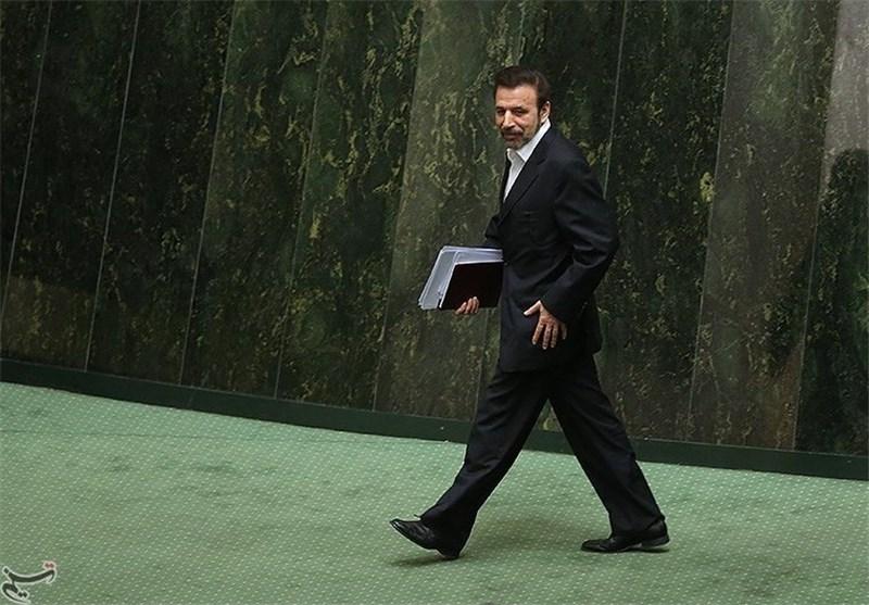 Le ministre des TIC du gouvernement Rouhani, M. Vaezi, a déclaré au Parlement, 18 jours après que Rouhani ait fait campagne et a gagné en faveur de la liberté de l'Internet, que son gouvernement avait bloqué 7 millions de sites Web au cours de son premier mandat. Image de Tasnim destinée à la publication