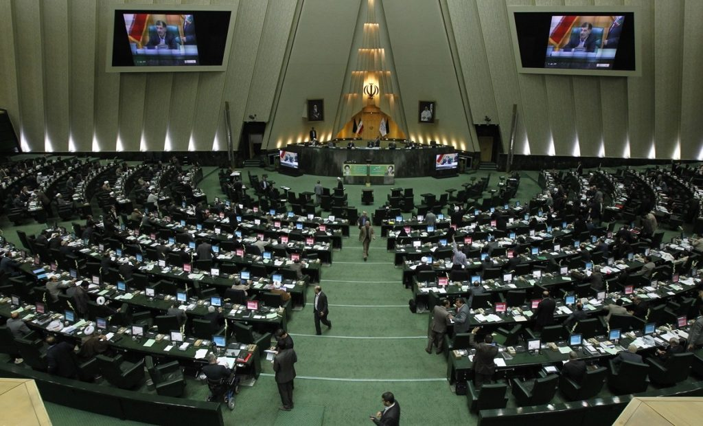 Iran: i membri riformisti in Parlamento premono per la fine dei domiciliari del leader del Movimento Verde