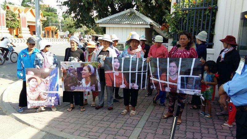 Des partisans de Tep Vanny demandent sa libération. Photo de LICADHO, un groupe des droits de l'homme au Cambodge.