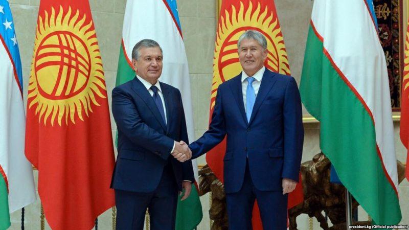 Les Présidents Mirziyoyev et Atambayev à Bichkek, capitale du Kirghizistan.. Photo du site web du président kirghize, creative commons.