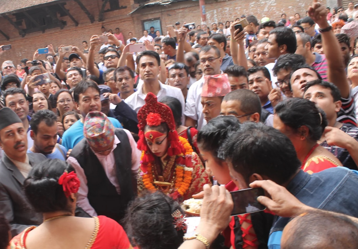Nepal'de 3 yaşındaki kız yaşayan tanrıça' seçildi
