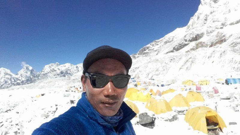 La Terra Degli Sherpa.Lo Sherpa Nepalese Kami Rita Raggiunge Un Nuovo Record E Il Primo A