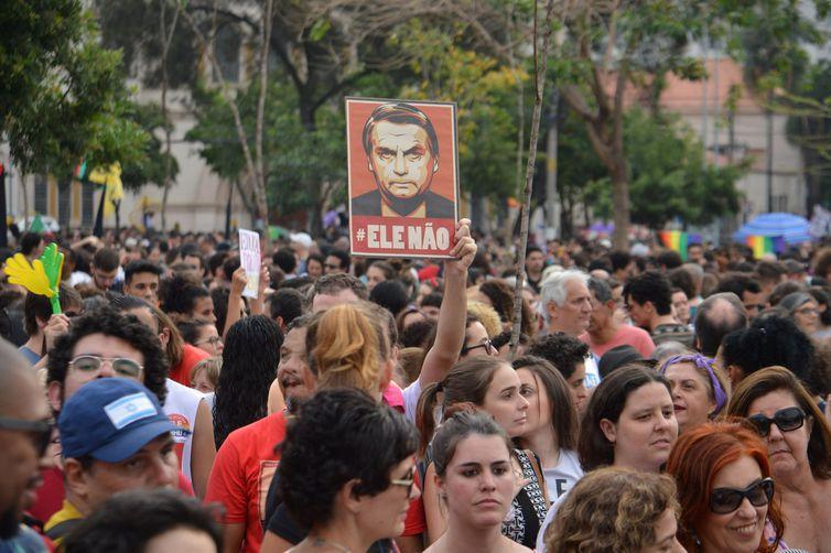 9c68eb93bf Brasileiras protestam contra Jair Bolsonaro